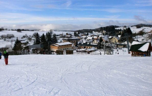 Pohľad na Krahule z lyžiarskej trate.